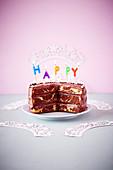 Schoko-Schichttorte aus Marmorkuchenteig zum Geburtstag