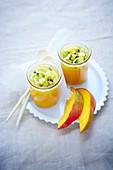 Fruchtsuppe mit Mango und Kiwi