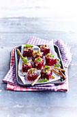 Rote-Bete-Würfel mit Roquefortcreme