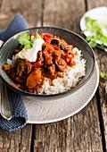 Vegetarisches Gemüsechili auf Reis