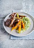 Lammkotelett mit Broccolipüree und jungen Karotten