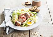 Caesar Salad mit Hühnerbrust und Ei