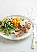 Schweinefilet mit  Kürbispüree und Bohnensalat