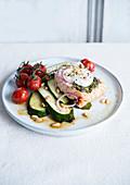 Lachs mit gedämpfter Zucchini und Kirschtomate