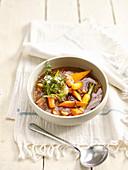 Bouillon mit Karotten und Kümmel