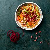 Weizensalat mit Karotten- und Rote-Bete-Spaghetti