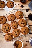 Cookies mit Schokolade und Kokosblütenzucker