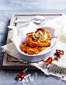 French-Toast mit Brioche, Vanilleeis und gesalzener Butter-Toffee-Sauce