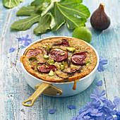 Clafoutis mit Feigen und frischen Mandeln