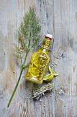 Öl aromatisiert mit Zitrone und Fenchelsamen