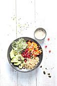 Vegetarische Lunch-Bowl mit Couscous