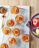 Apfelrosen (Apfelgebäck in Blütenform)