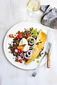 Schellfisch auf Linsensalat mit Kirschtomaten und pochiertem Ei