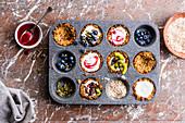 Cupcakes mit Früchten in Muffinform