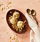 Nicecream: veganes Eis aus Bananen mit Mandeln