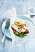 Kabeljau mit Gemüse en Papillote