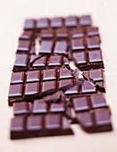 Tafel Schokolade, in Stücke gebrochen
