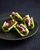 Gurken gefüllt mit Quinoa und Parmesan
