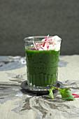 Grüner Radieschen-Cappuccino