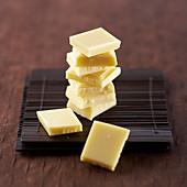 Weiße Schokolade in Stückchen