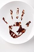 Schokoladenabdruck einer Hand