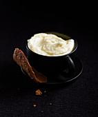 Vanille-Mousseline mit Schokoladengebäck