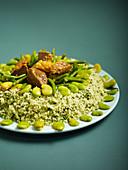 Grüner Couscous mit grünen Bohnen und Fleisch