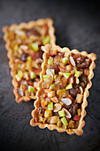Kleine kastenförmige Kastanien-Apfelkuchen