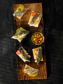 Toasthäppchen mit geräucherter Makrele und Vinaigrette-Sauce