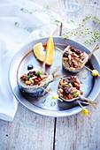 Sardinenröllchen mit Trockenfrüchten vom Plancha-Grill