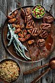 Rindfleischspieße mit Datteln (Omanische Küche)