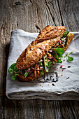 Körner-Baguette-Sandwich mit Gemüse
