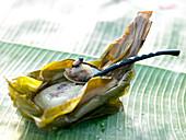 Thailändisches Dessert im Bananenblatt