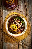 Pho mit gelber Zucchini (Suppe, Vietnam)