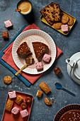 Kuchen und verschiedenes Kleingebäck zum Kaffee