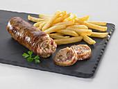 Gebratene Andouillette (Frankreich) mit Pommes frites