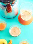 Karotten-Apfelsaft mit Grapefruit und Zitrone