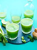 Grüner Gemüsesaft mit Gurke, Fenchel und Sellerie