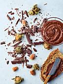 Hausgemachter Nuss-Schokoladen-Aufstrich