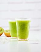 Detox juice of broccoli, zucchini, kiwi and ginger