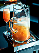 Bellini-Cocktail mit Champagner