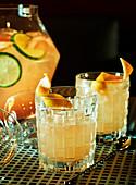 Champagner-Bowle mit Orangen und Limetten