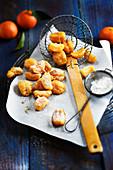 Kleine Mandarinenkrapfen