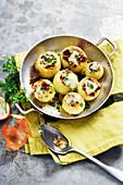 Gefüllte Zwiebeln mit Walnüssen und Gorgonzola