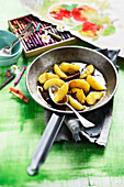 Pan-fried apples with honey and spices