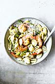 Orecchiette-Salat mit Garnelen und Bohnen
