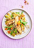 Express-Wok mit Hühnchen, Gemüse und Cashewkernen