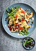 Spaghetti mit Artischockenherzen und Kürbiskernen
