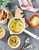 Großmutters Suppe mit Navette, Kartoffeln und Emmentaler