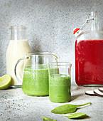 Bananensmoothie, grüner Smoothie mit Spirulina, Rote-Bete-Smoothie mit Rettich